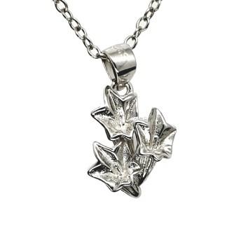 Pendentif en argent 925 Gentiane by White Alpina. Pendentif pour hommes et femmes. Ce magnifique bijou est livré dans un écrin avec une chaîne.