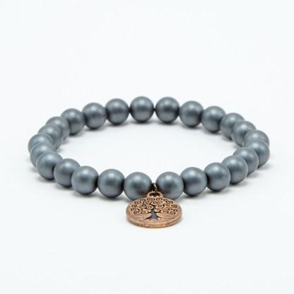 Magnifique Bracelet boule hématite avec charms en acier. White Alpina vous propose la possibilité de lier d'autres charms en Argent 925.