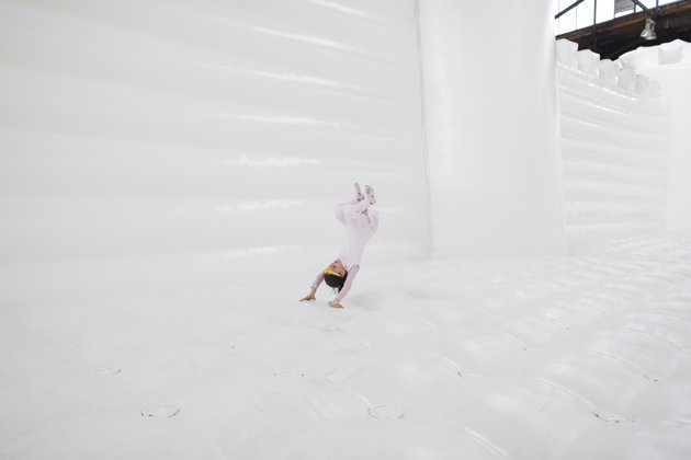 white-bouncy-castle-art-installation-20130627-121311-243