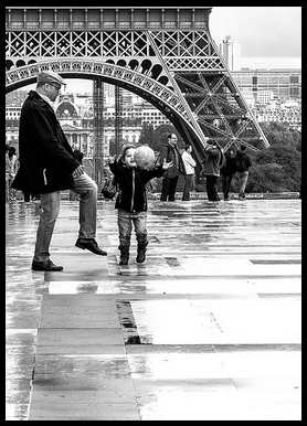father-daughter-Eiffel-Tower-Lauren-Scheinfeld