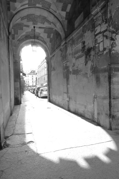 White-Cabana-Place-des-vosges-Paris-1