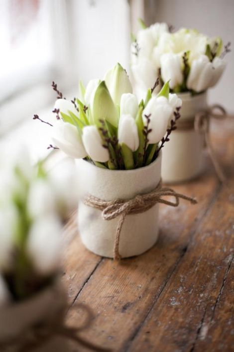 tulip-flower-arrangements-ideas-for-spring-living-room-apartment-4