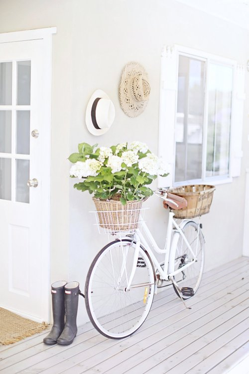a-beach-cottage-coastal-vintage-style-white-bike-hydrangeas-abeachcottage.com-