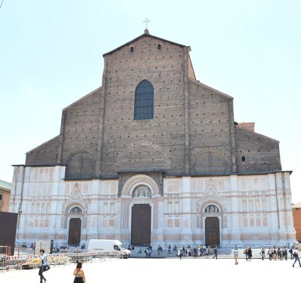 White-Cabana-Piazza-Maggiore-Bologna