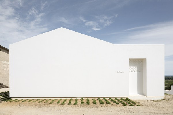 artelabo-villa-tranquille-quiet-house-herault-valley-south-of-france-designboom-03