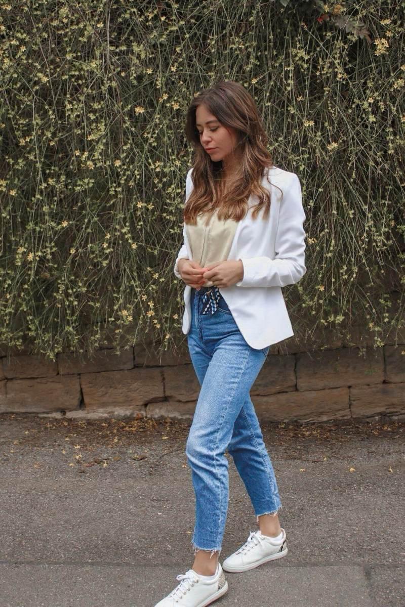 Wie kombinieren wir den Casual Chic Look ?!  Weißer Blazer, Jeans und Sneaker