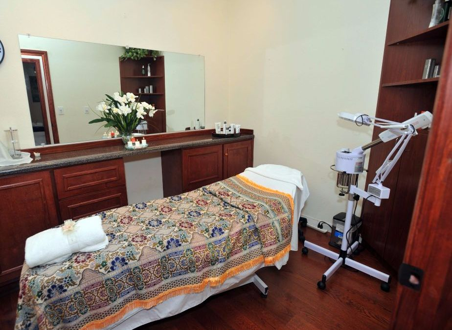 Thai Massage in Santa Clarita Valley | White Orchid Thai Spa | Foot Massage