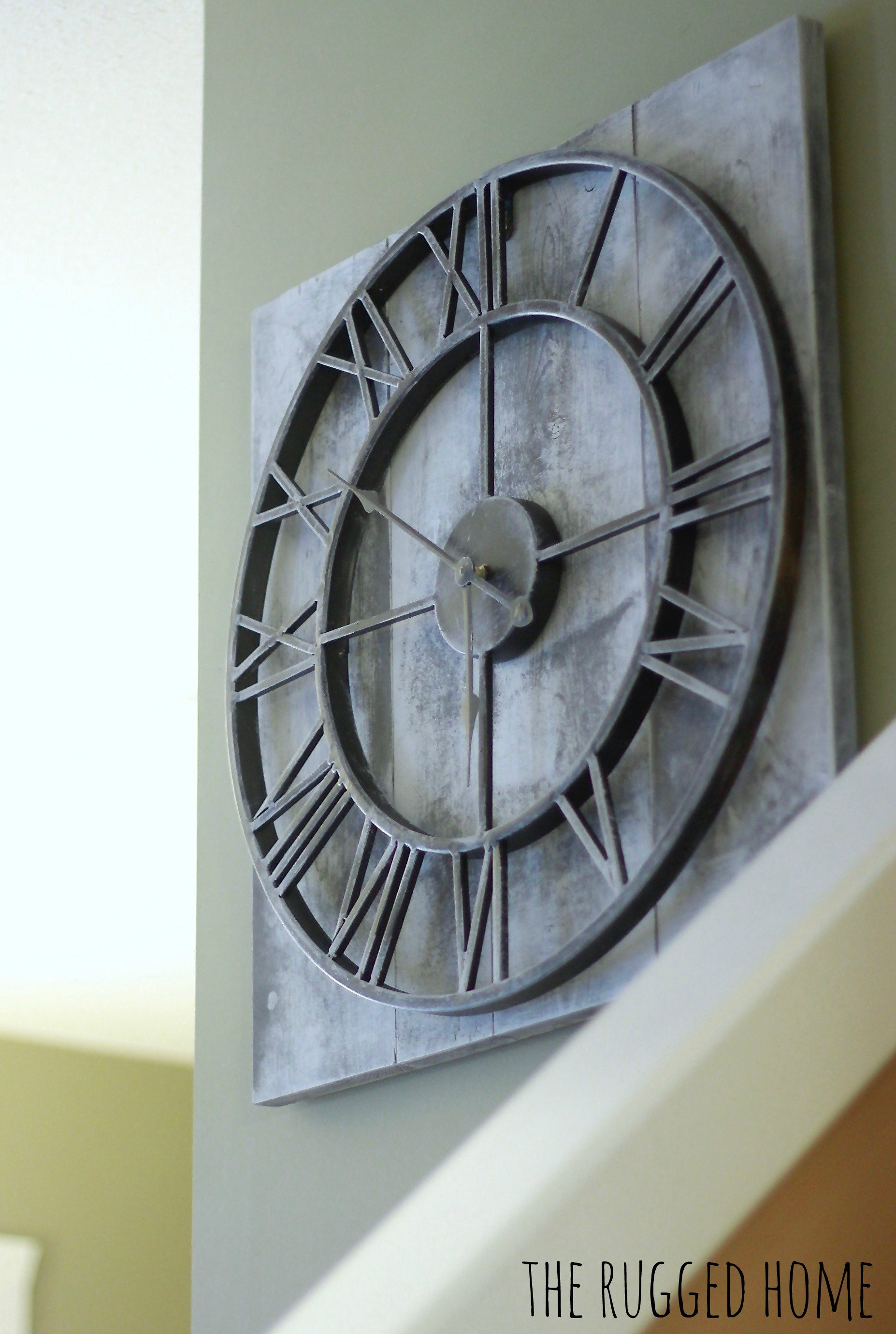 EASY DIY Farmhouse Clock. Under 60 Dollars and 30 Minutes. www.whitepicketfarmhouse.com
