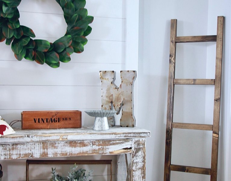 DIY Shiplap Wall Hanging