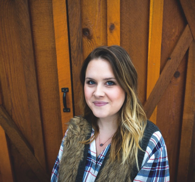 Meet Jessica-Sara Behind The Rugged home Blog www.whitepicketfarmhouse.com