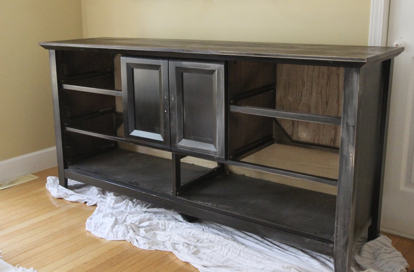 How to Paint over Laminate and MDF Furniture . Super easy tips to make your painting job easy and flawless . Dresser revamp, refinished furniture , refinished furniture
