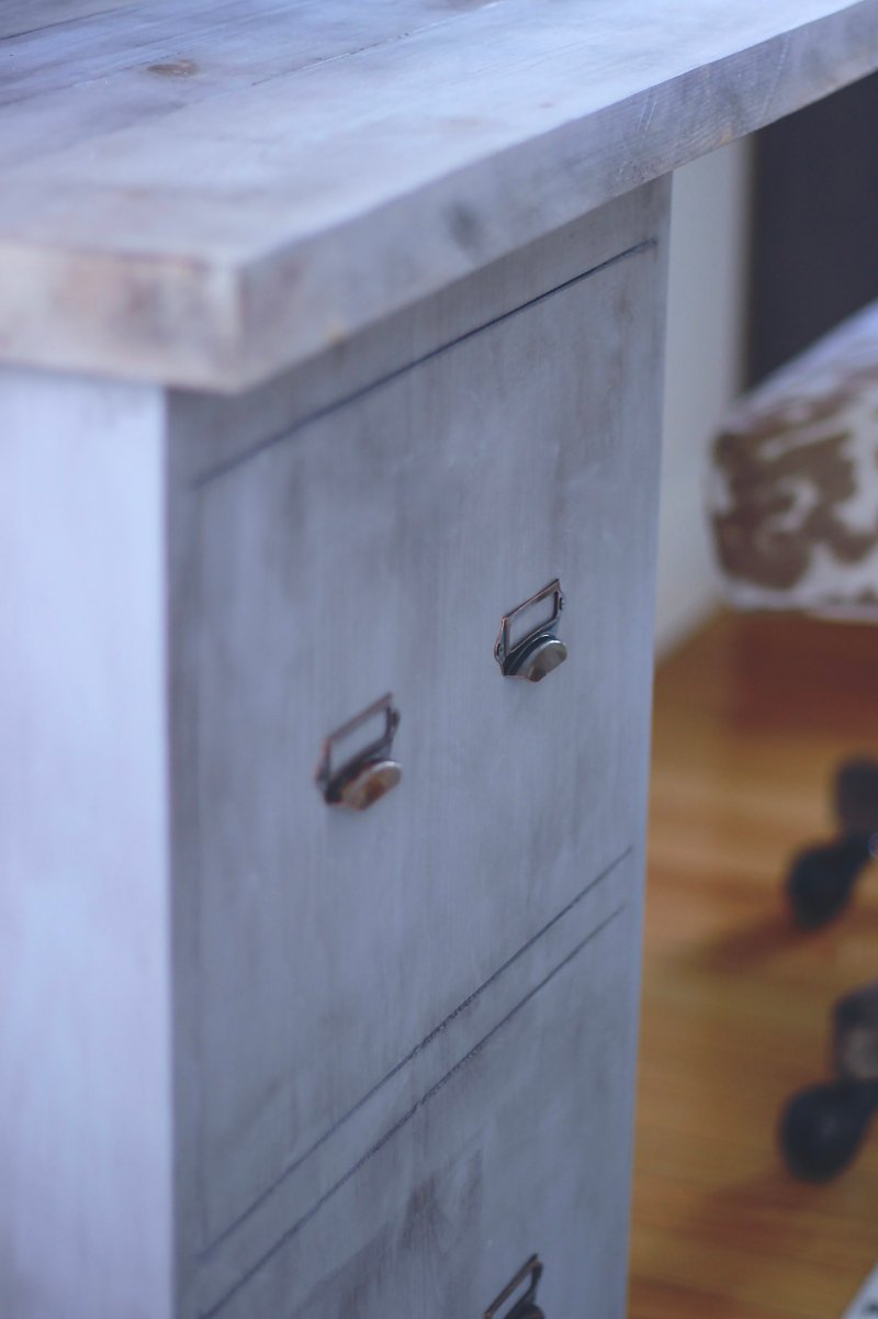 How to Turn Wood Into Faux Metal In Three Easy Steps. You only Need a Few Supplies For this Project and It Will take Under Two Hours www.whitepicketfarmhouse.com DIY Filing Cabinets #fauxmetal #woodintofauxmetal #cheapDIY #EasyDIY #DIYFilingCabinets