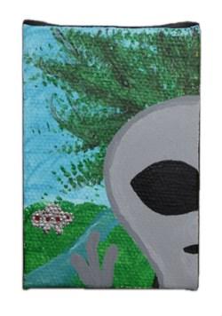 Alien Photobomb by Heather Miller of WhiteRosesArt.com