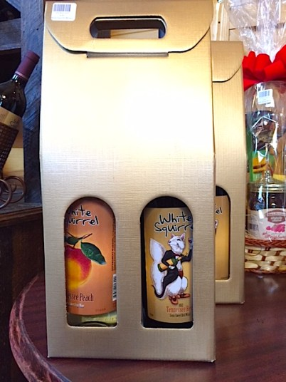 White Squirrel Winery's 2-bottle gift wine carrier makes a great ready-made gift! This is a great way to offer more than one wine to your friends and family.