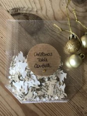 table confetti e1512460259257 225x300 - Christmas Decorations at Belle's - the beautiful Shepherds Hut