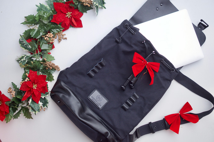 My husbands 10 most wanted, highly rated, best price on the market gift items...aka the perfect Christmas gifts for your tech loving husband this year! | whitjxoxo.com