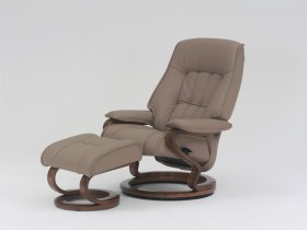 himolla Elbe Recliner shown in light brown leather, in studio setting.