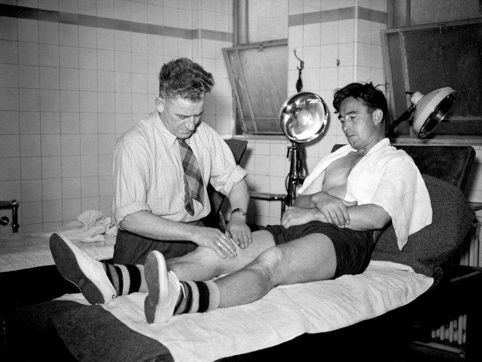 Soccer - First Division - Arsenal - Denis Compton - Highbury - London - 1947