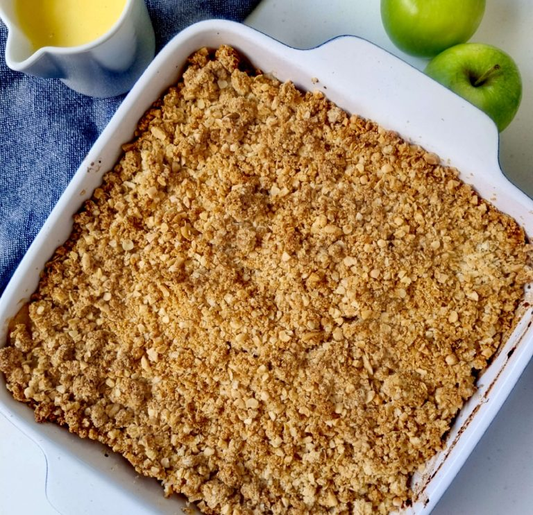apple crumble with an oat topping