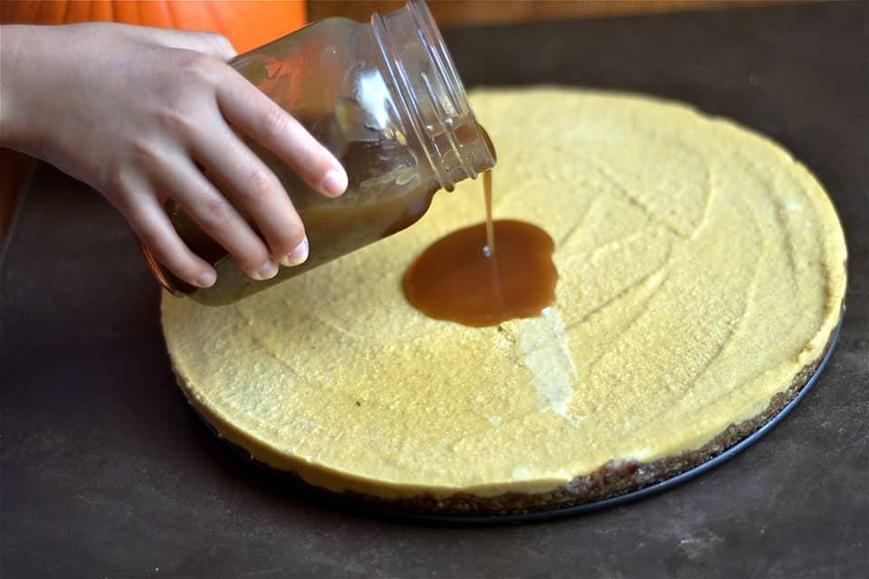 paleo-pumpkin-cheesecake-with-salted-caramel-4