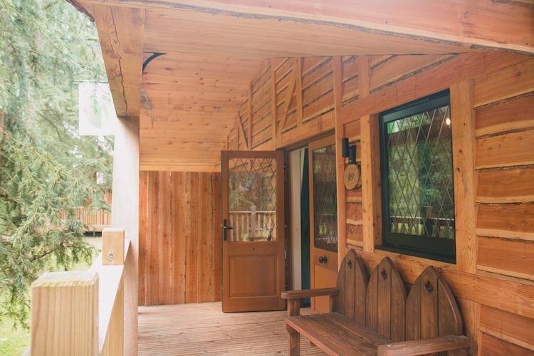 warwick castle wooden lodges