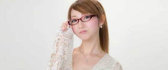 メガネを掛けた女性