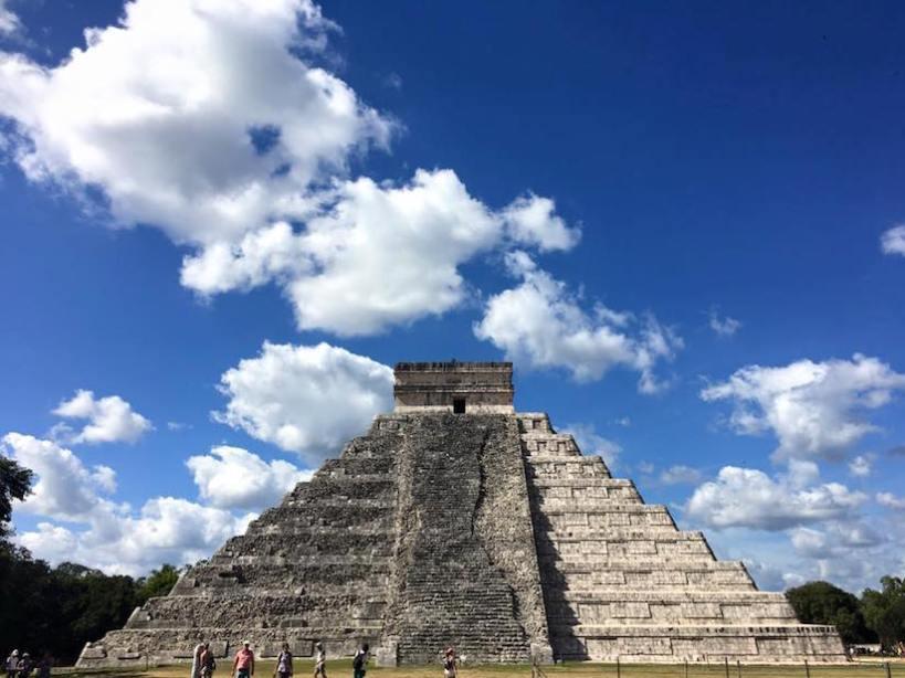 El Castillo. Von der Spitze dieses einzigartigen Monumentes haben die obersten Führer der Maya zu ihrem Volk gesprochen.