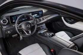 Mercedes-Benz E-Klasse Coupé; 2016; Interieur: Leder Nappa weiß/schwarz, Zierelemente Metallstruktur // Mercedes-Benz E-Class Coupé; 2016; interior: Nappa leather White/black, metal-weave trim