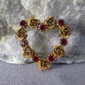 heart of golden roses brooch