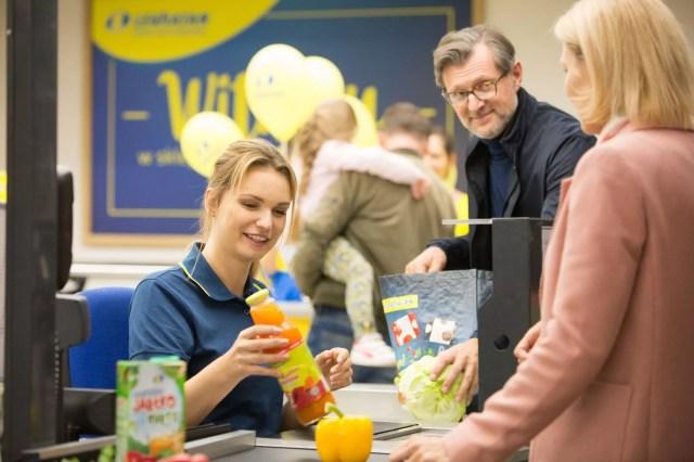 Klienci w supermarkecie sieci Lewiatan
