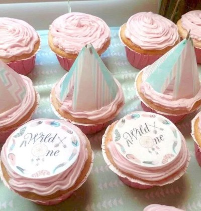 Wickstead's-Customer-Photo-of-our-Cotton-Candy-Wild-One-Circles-and-Mint-Pastel-Teepee's-on-cupcakes