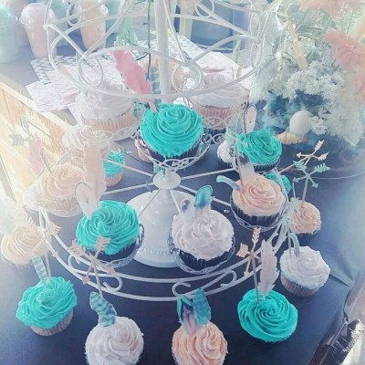 Wickstead's-Customer-Photo-of-our-Cotton-Candy-feathers-on-cupcakes