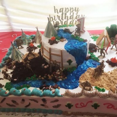Wickstead's-Customer-Photo-of-our-Native-Tribal-Teepee's-on-a-Cowboys-and-Indians-sheet-cake.