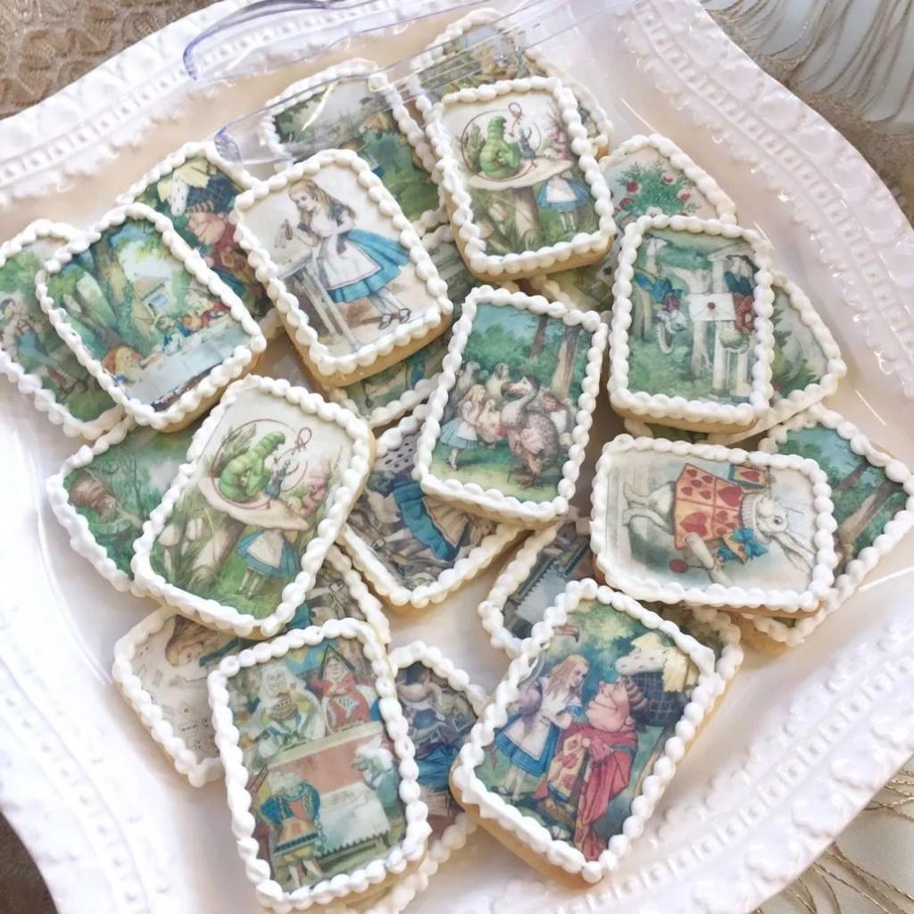 Wickstead's-Eat-Me-Edibles-Alice-in-Wonderland-Set-1-Med-Wafer-Paper-Rectangles-on-Biscuits-(1)