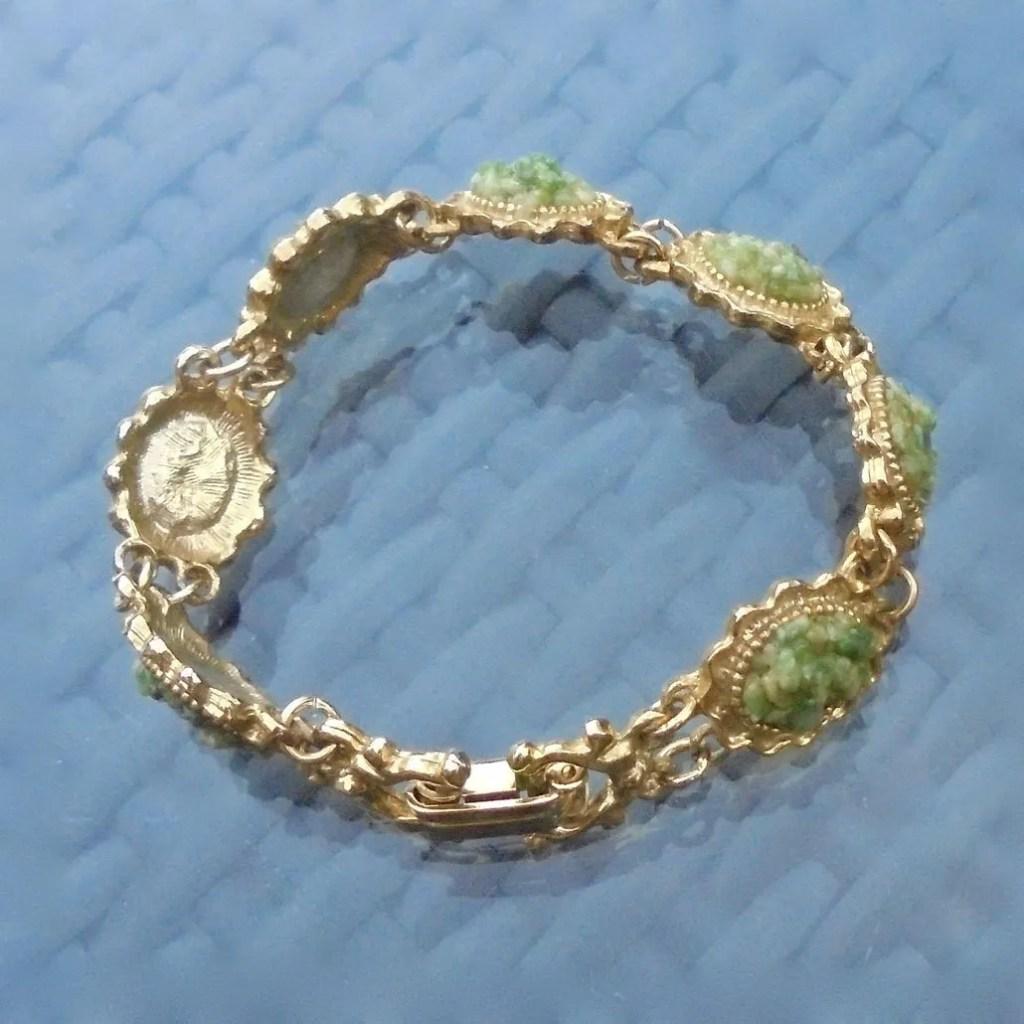 Wickstead's-Jewels-Treasures-Vintage-Costume-Jewellery-Bracelet-Green-Agate-Stone-Chips-Gold-Tone-(3)