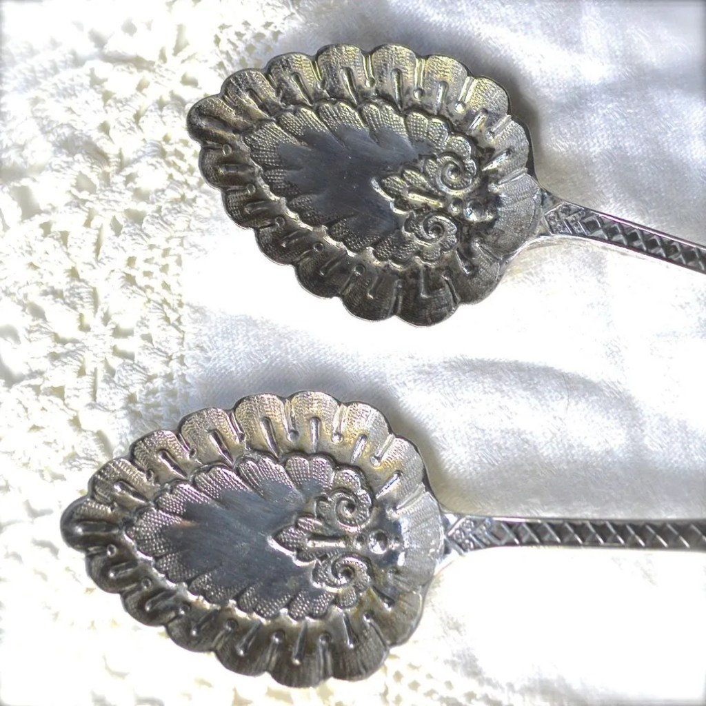 Wickstead's–Home-&-Living–Antique-Victorian-Ornate-Serving-Spoons-(2)