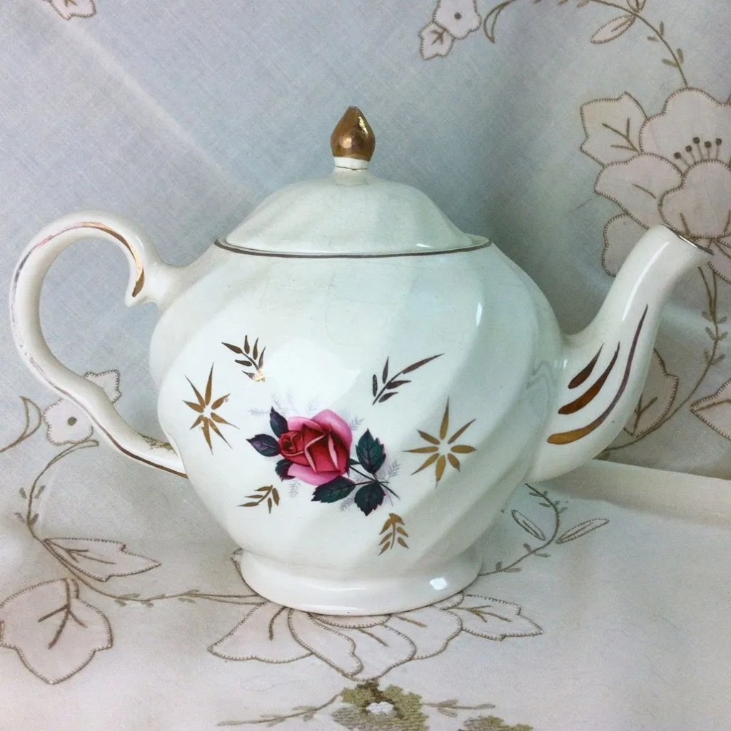 Wickstead's–Home-&-Living–Pink-Rose-Price-Kensignton-Pottery-Teapot-(4)