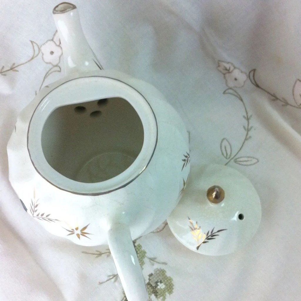 Wickstead's–Home-&-Living–Pink-Rose-Price-Kensignton-Pottery-Teapot-(5)