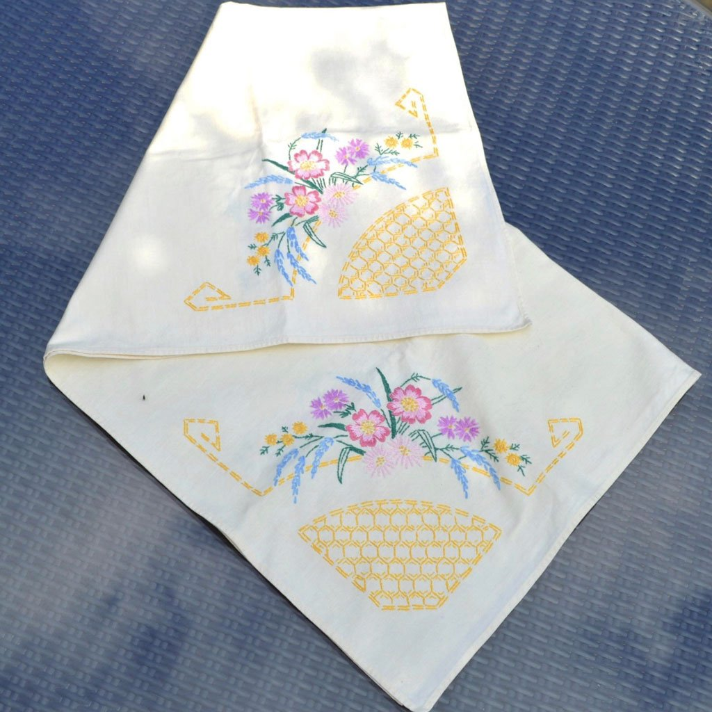 Wickstead's-Home-&-Living-Table-linens-Tea-Table-Cloth-Coloured–Embroidery-Small–Square-Tablecloth-(2)