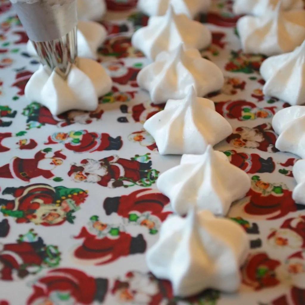 Wickstead's-Eat-Me-Edible-Meringue-Transfer-Sheets–Santa-Faces-&-Figures-Chintz-(4)