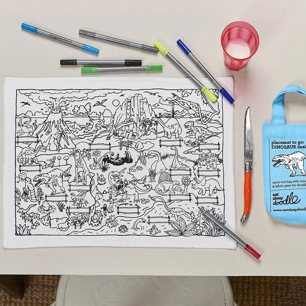 DINPTG colour & learn dinosaur placemat to go – lifestyle 6