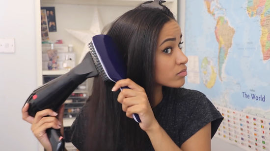 550px-nowatermark-Blow-Dry-Hair-Straight-Step-14-Version-3