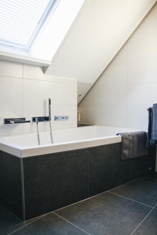 Badezimmer-Dachschräge-5 - Wieczorek Fliesen