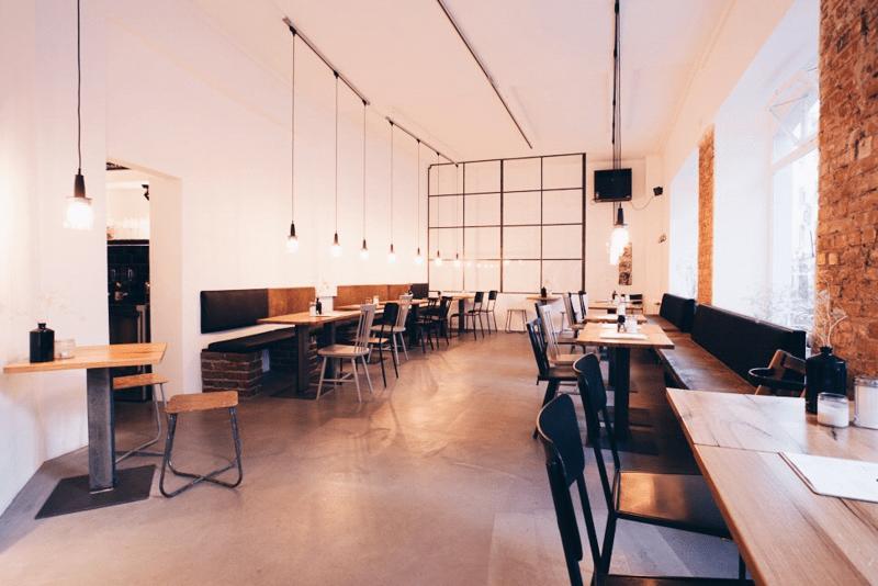 Estrichboden-Verlegung für Café Fred in Würzburg.