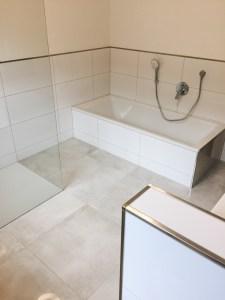 Marmorfliesen für elegante und zeitlose Bäder, Duschen und Badewannen.