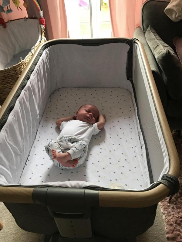 Cozee wieg met baby Wieg Huren