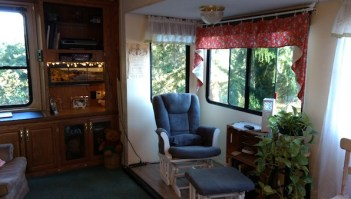 Office space in a 5th wheel
