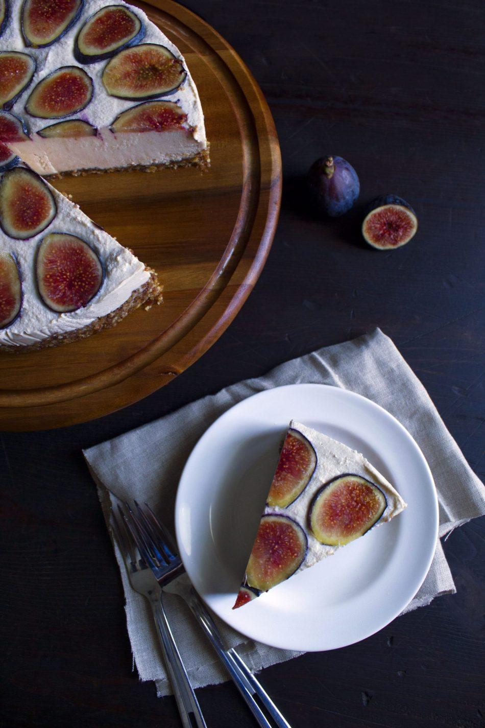 "Vegan No-Bake ""Cheesecake"" With Fresh Fruit | Paleo and free of gluten, grain, dairy, and eggs!"