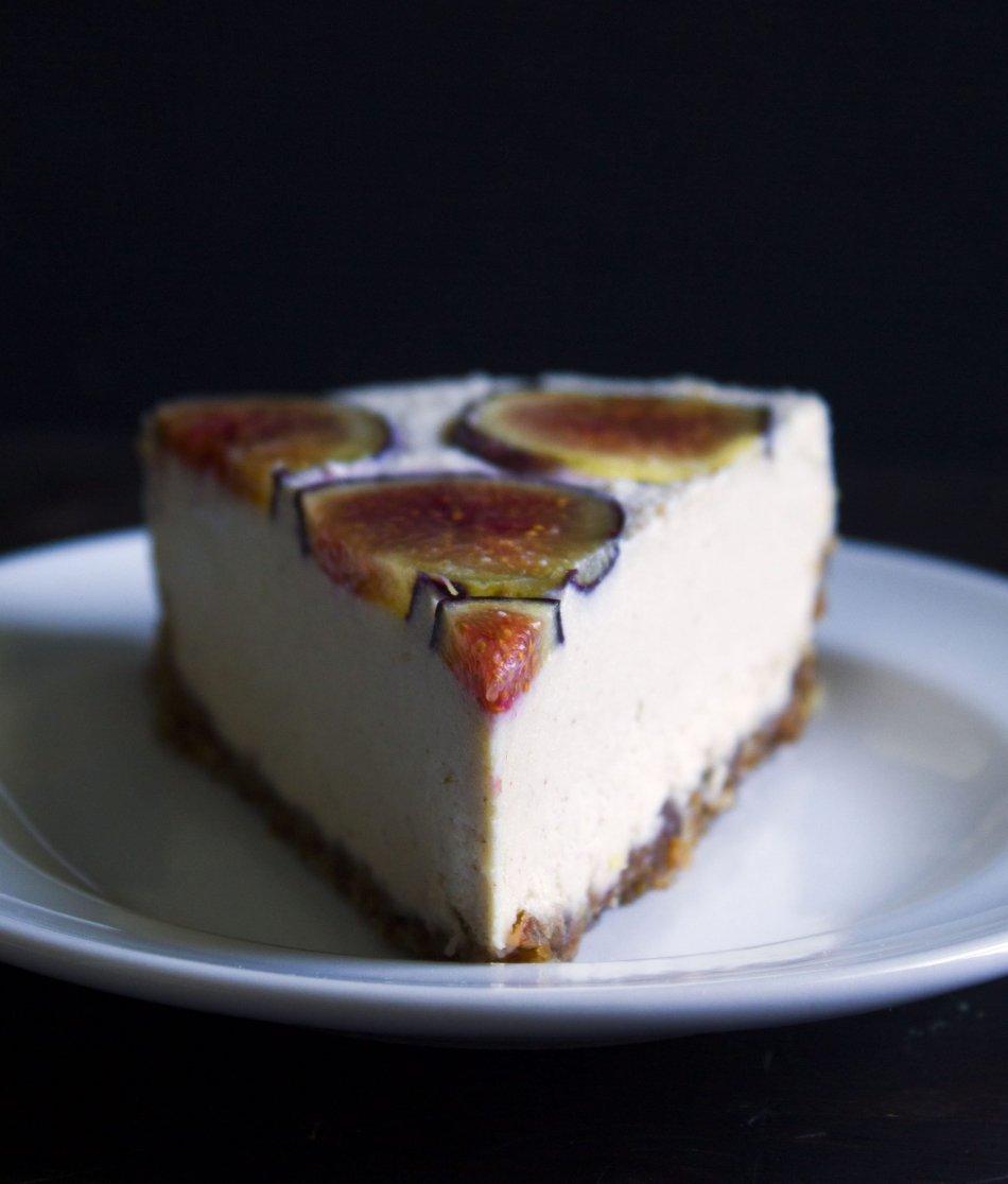 Vegan No-Bake Cheesecake | Free of dairy, grains, gluten, and refined sugar!