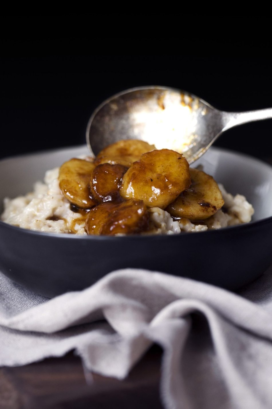 Bananas Foster Oatmeal | Free of gluten, dairy, and refined sugar.